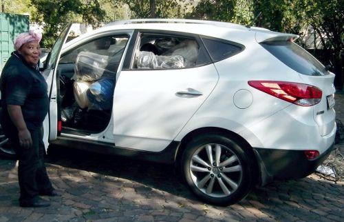 delivery - loading 2 sets into Hyundai ix35 1