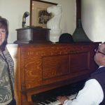 stevie sings to our knight - Matjiesfontein