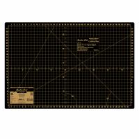 "Cutting Mat - Medium - 45 x 30cm / 18"" x 12"" (Hemline Gold)"