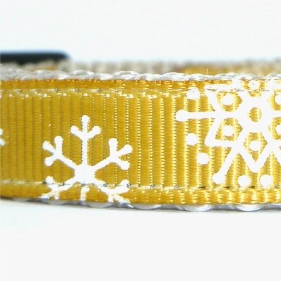 Snowflakes gold closeup