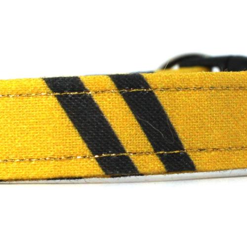 wizard hufflepuff collar closeup