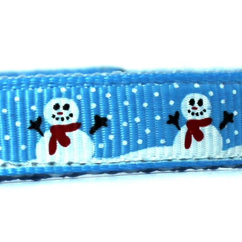 Snowman collar closeup