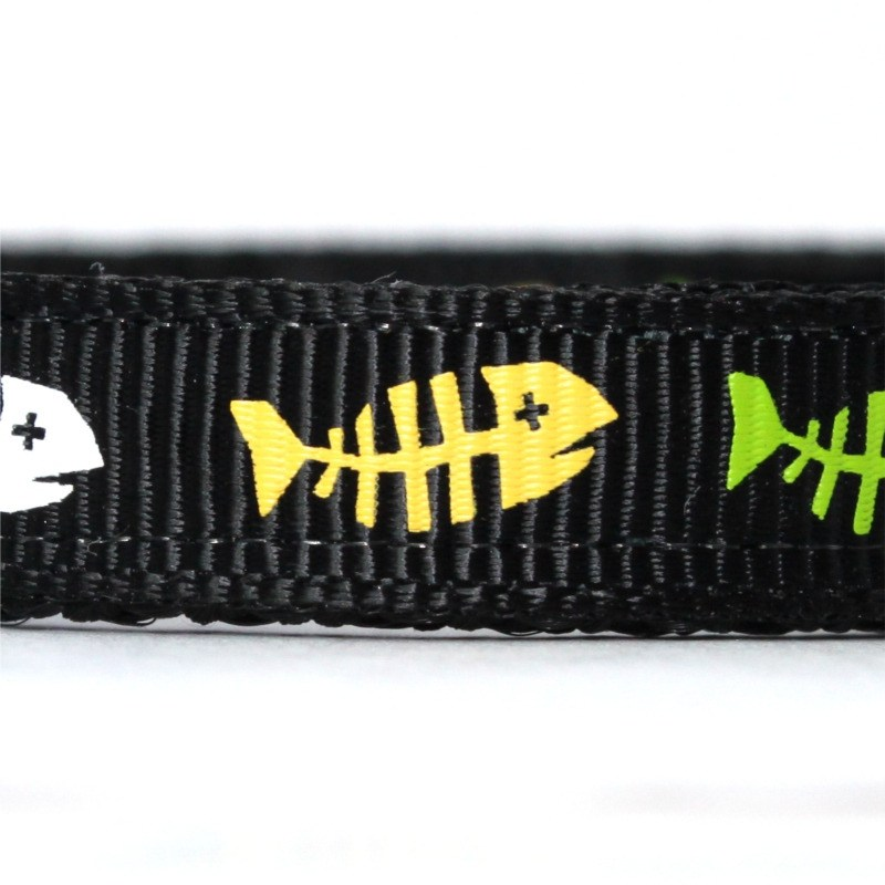 Fishbone black collar closeup