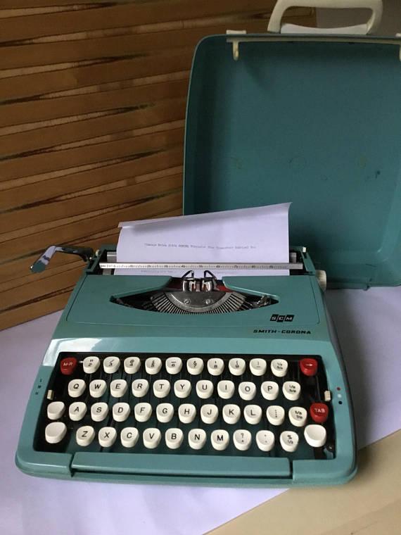 Portable Typewriter Smith Corona Vintage 1960's