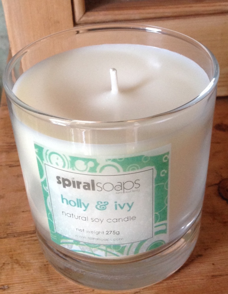 holly & ivy pure soy candle 275g
