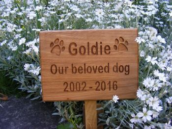 Pet Memorial Plaque/Engraved Wooden Grave Marker/Carved Oak Memorial/Cat/Dog Paw print design
