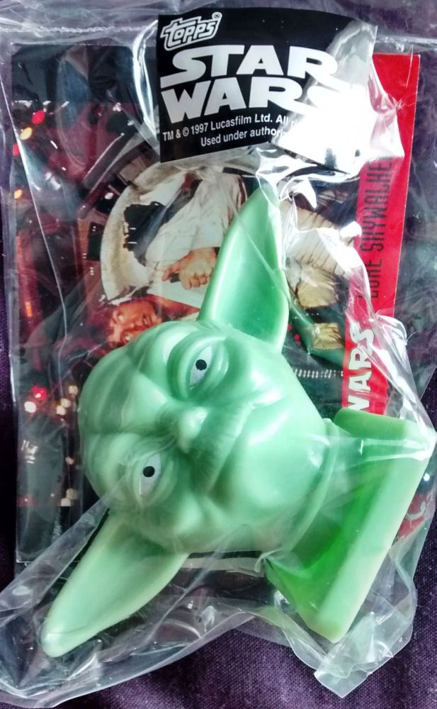 - Star Wars - Candy Container With Collector Card - Yoda - Topps - 1997 - N