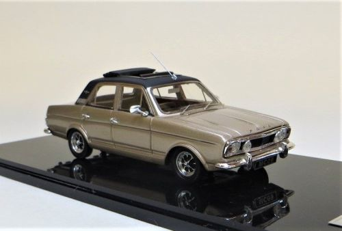 MC 09a 1970 1600E, SERIES 2, AMBER GOLD WITH VINYL ROOF. SCALE 1:43.