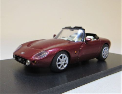 TVR GRIFFITH METALLIC RED, BEIGE INTERIOR OPEN. SCALE 1:43.