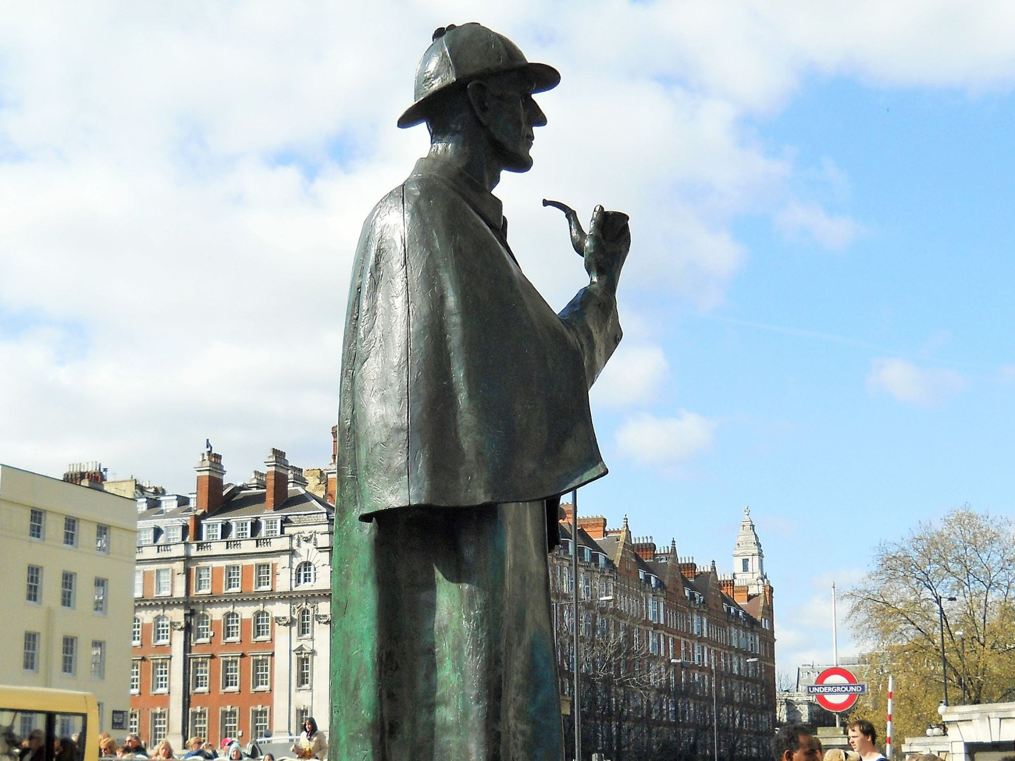 Photo of  the Sherlock Holmes statue outside Baker Street Tube Station. Sherlock is wearing his deer stalker hat and smoking a pipe.