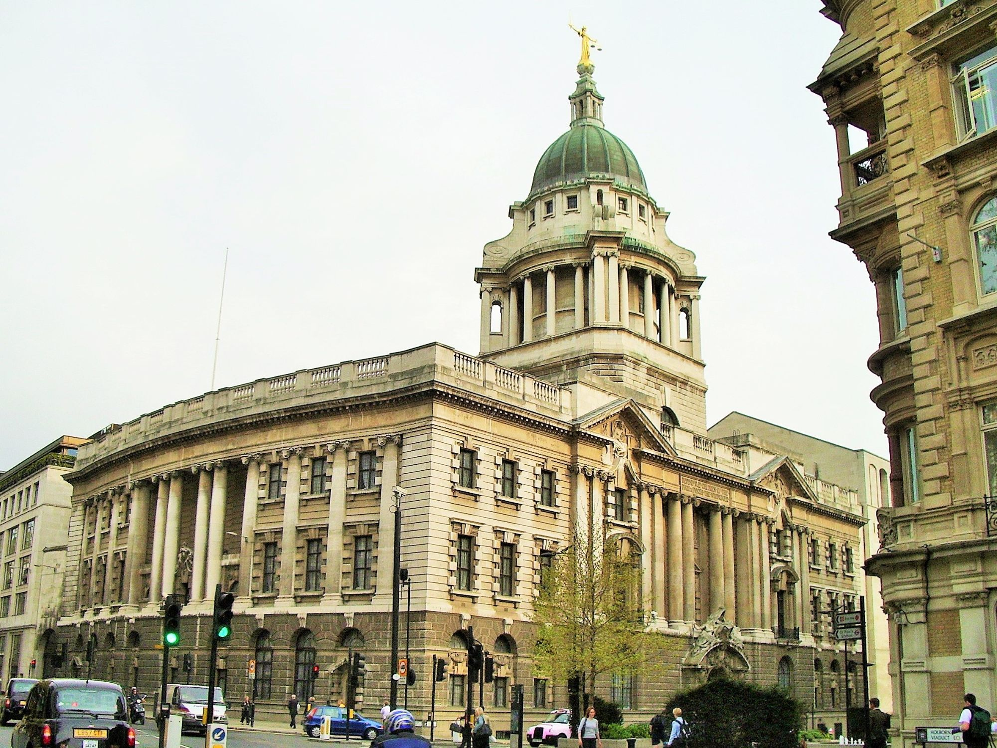 Photo of the exterior of the Old Bailey.