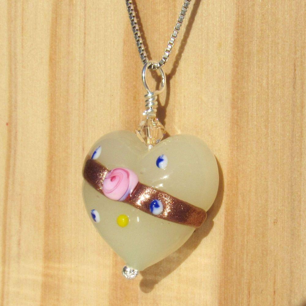Cream White Fiorato Heart 19mm