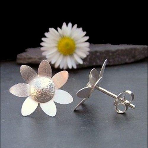 """Daisy Earrings """"He Loves Me...""""  - JTAE5"""