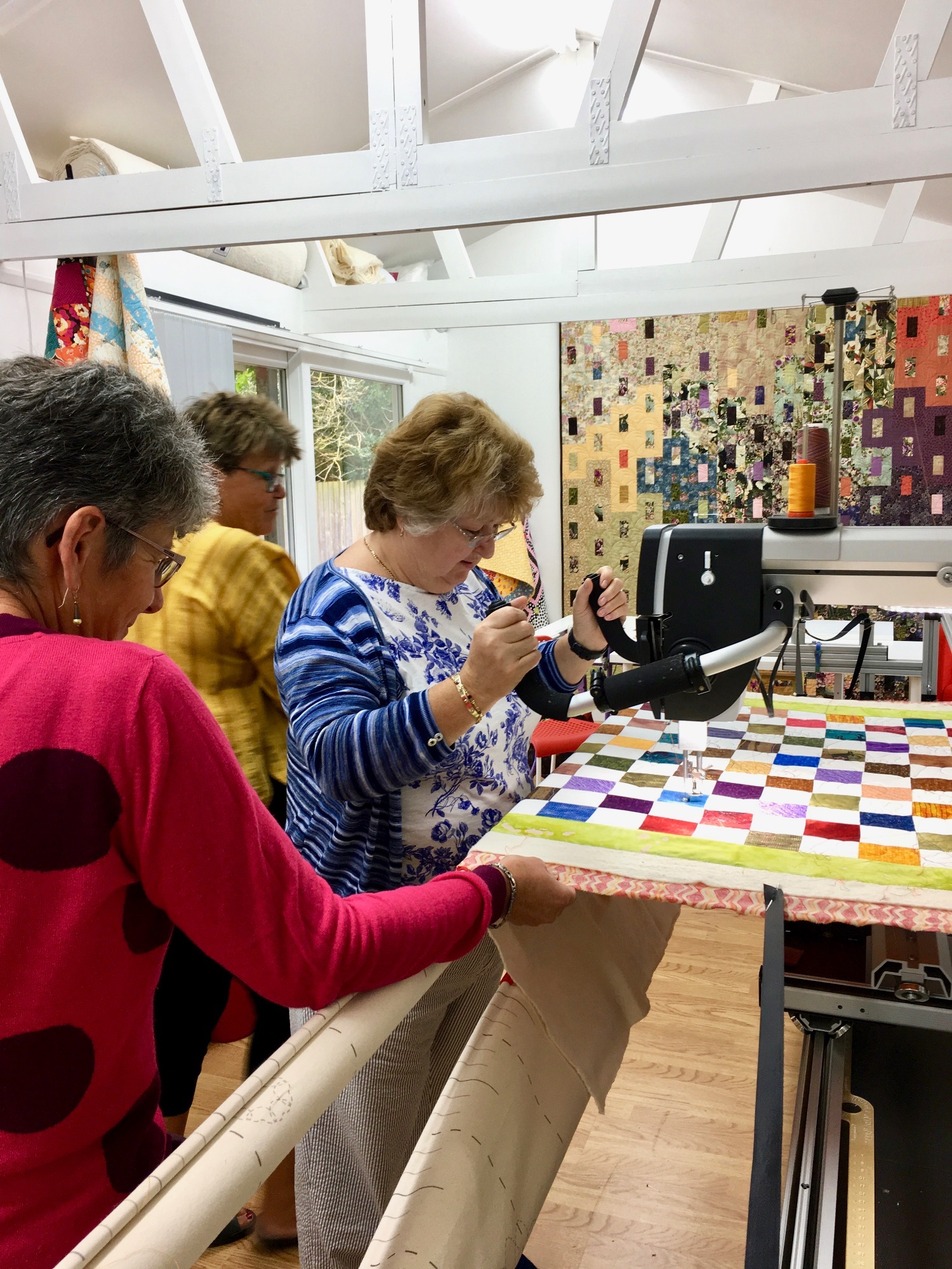 Group of 3 ladies enjoying a longarm experience day