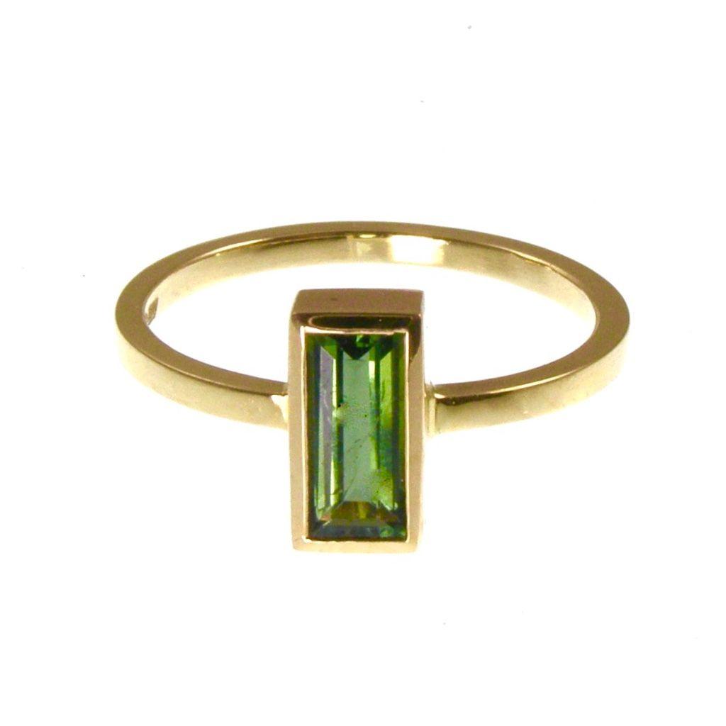18 carat Green tourmaline ring