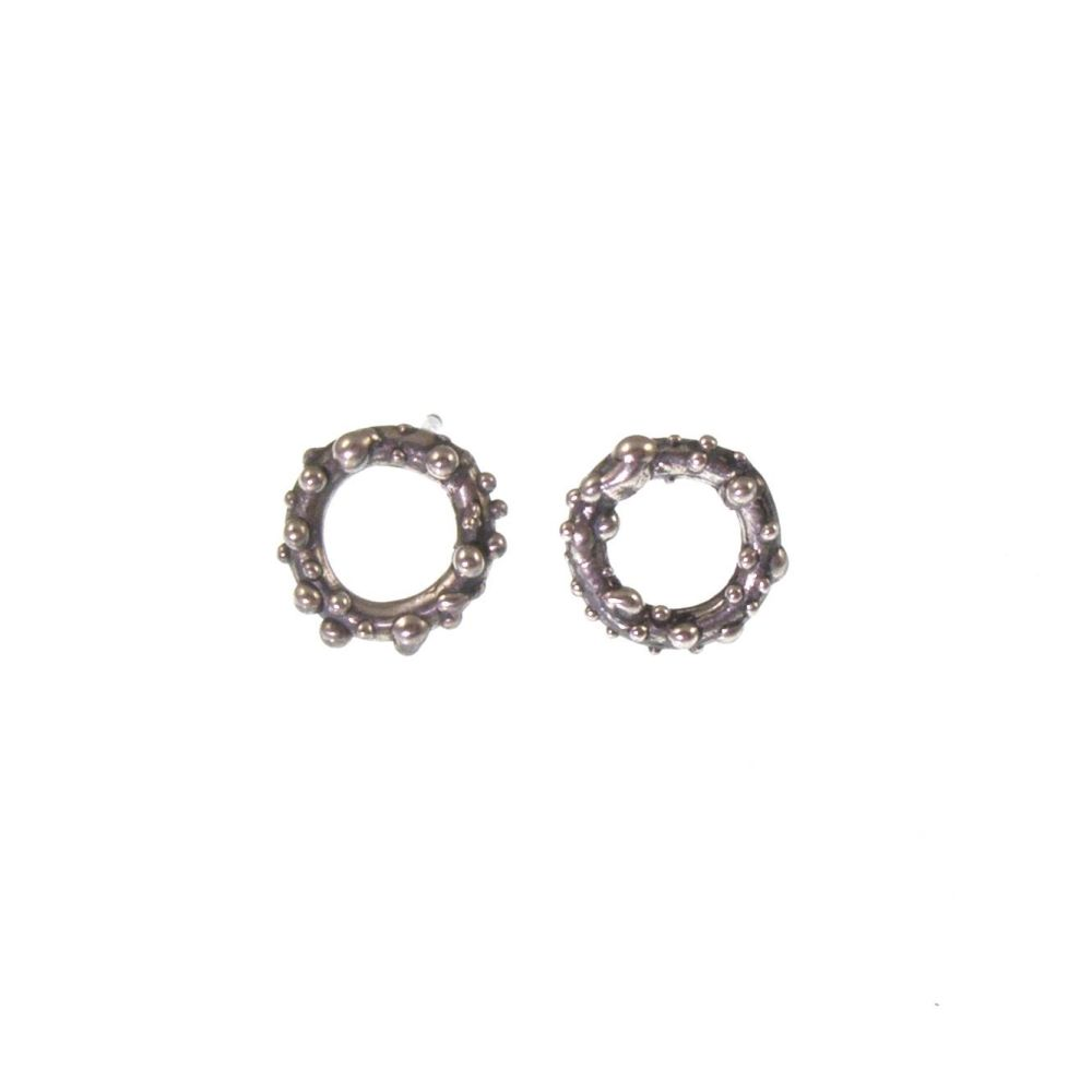 Oxidised bubble studs