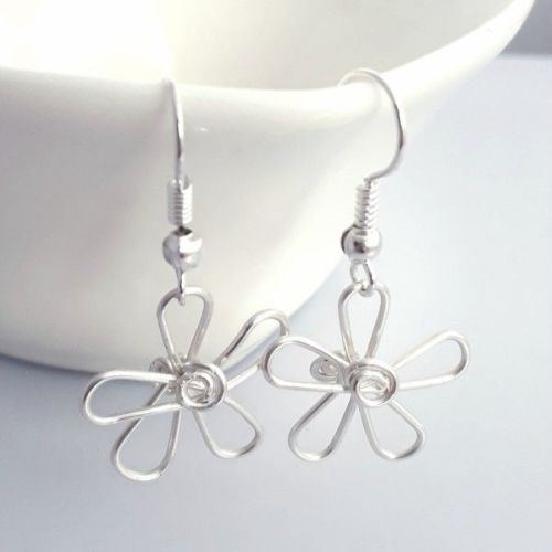 Single daisy Earrings