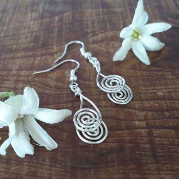 Cross over spiral earrings