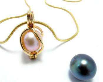 hanger goud 14kt. - pendentif or 14ct. - pendant gold 14ct. - klein/petit/small (2 x 1 cm.)