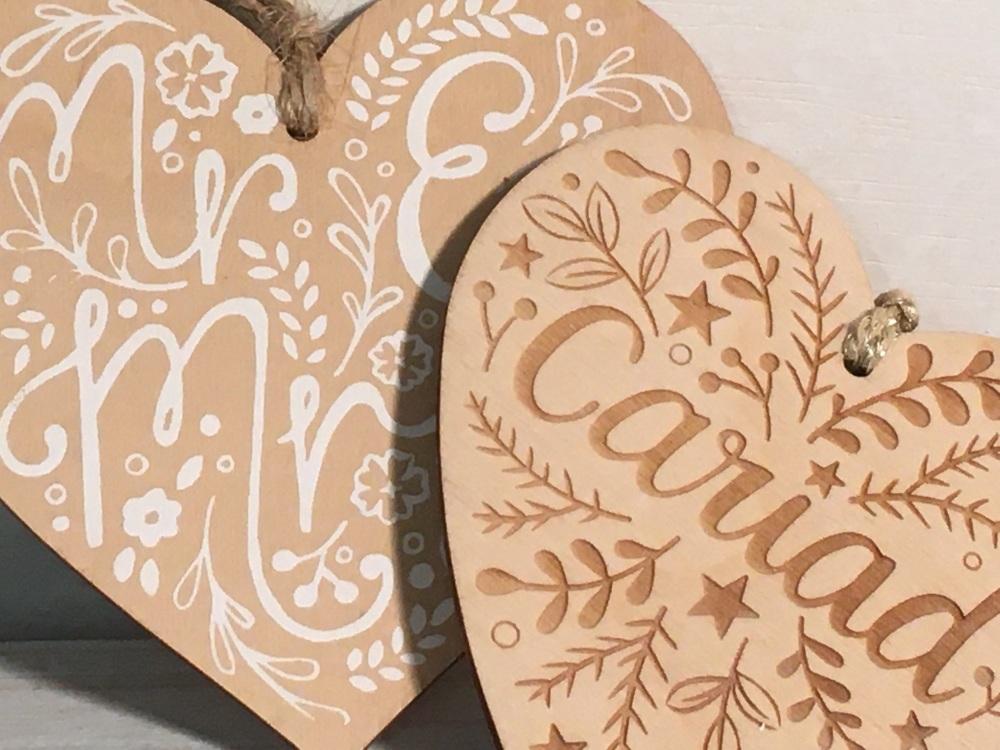 small wooden hanging hearts - calonnau bach i hongian