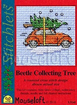 Mouseloft Christmas - Beetle collecting the tree