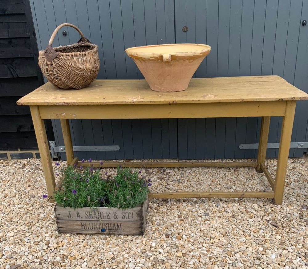 French scullery/prep table