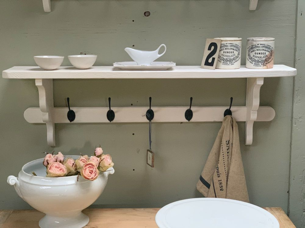 Kitchen/hallway shelf/coat hook