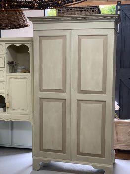 Armoire/linen cupboard/pantry cupboard
