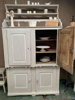 French dresser/cupboard/buffet
