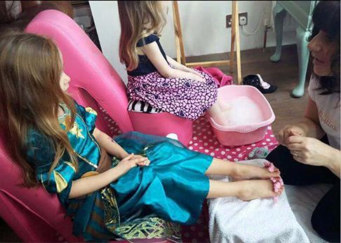Girls pamper parties Kent Lollipops package
