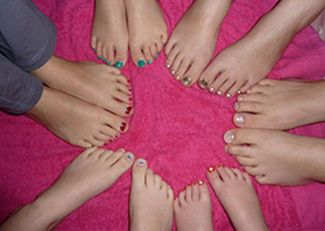 Girls pamper parties Kent Lipstick toes in circle