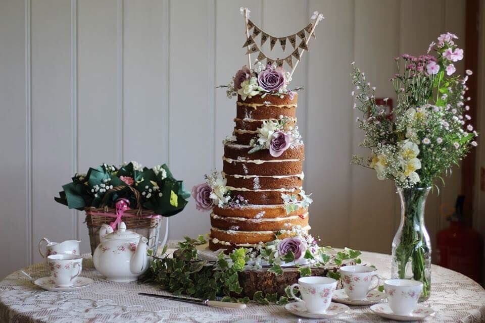 Welcome to Mandy's Classic Cakes a small family run cake company in the heart of  Mid Devon, Create wedding cakes and celebration cakes for any occasion.