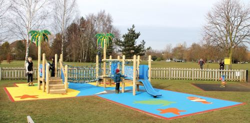 sovereign play installation at elmbridge bc