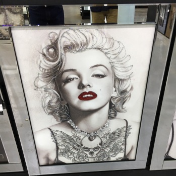 "Mirror framed ""Monroe Lips"" Wall Art in stock for a quick delivery"