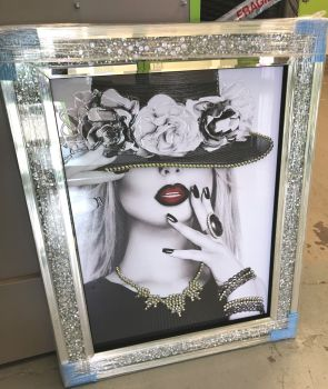 """Modern Lady 7"" Wall Art in a diamond crush mirrored Frame"
