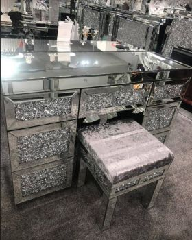 * Diamond Crush Mirrored 7 Draw Dressing Table with Stool in stock