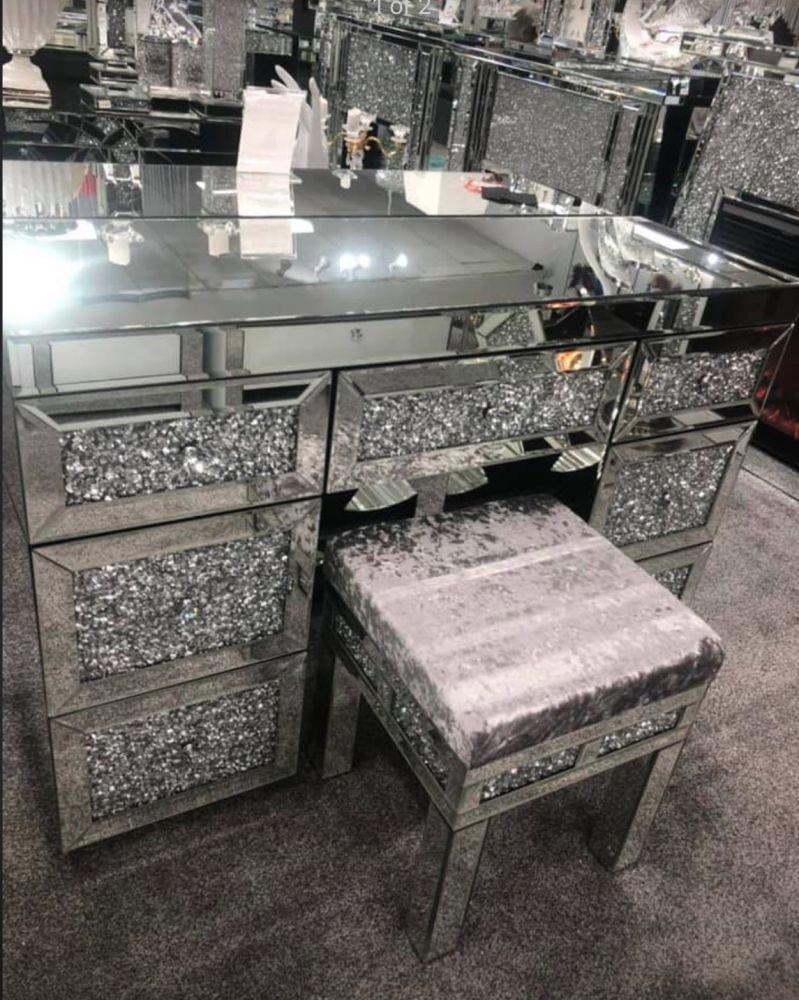 * Diamond Crush Mirrored 7 Draw Dressing Table with Stool