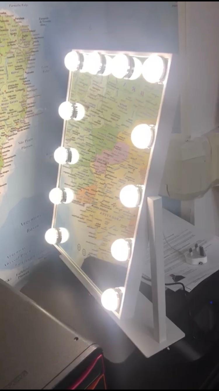 Hollywood Vanity Makeup Mirror - 3 light settings
