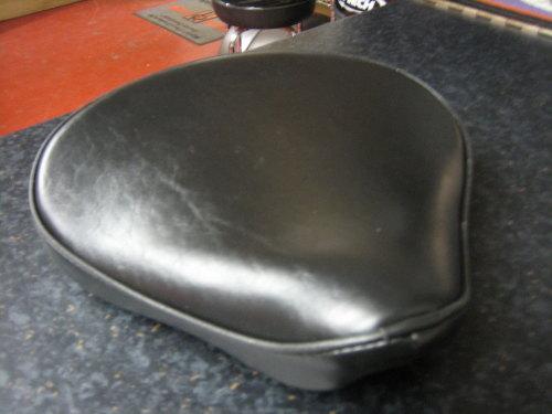 Le Pera Large Black Solo Seat 15 1/2