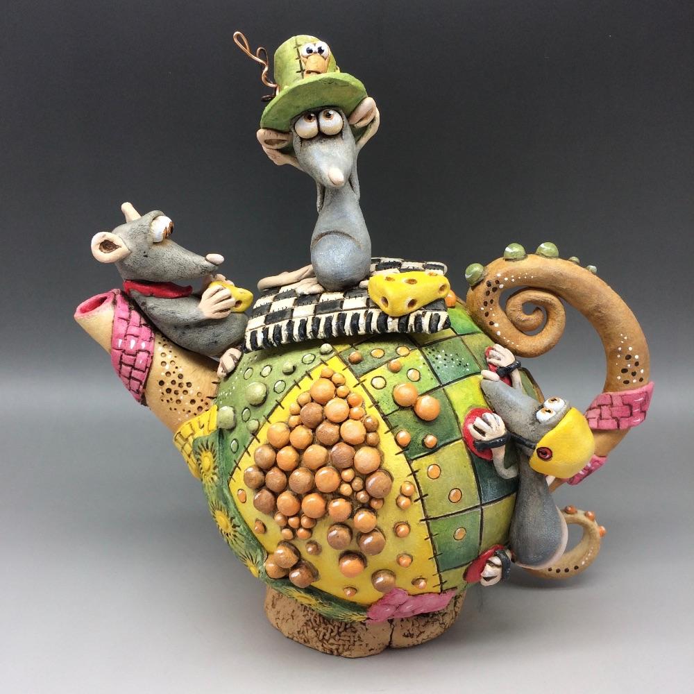 <!_002_>Whimsical Teapots