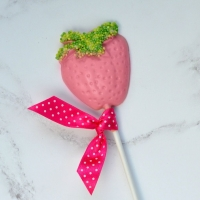 White Chocolate Strawberry Lollipop