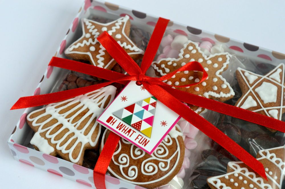 Hot Chocolate & Gingerbread Christmas Box