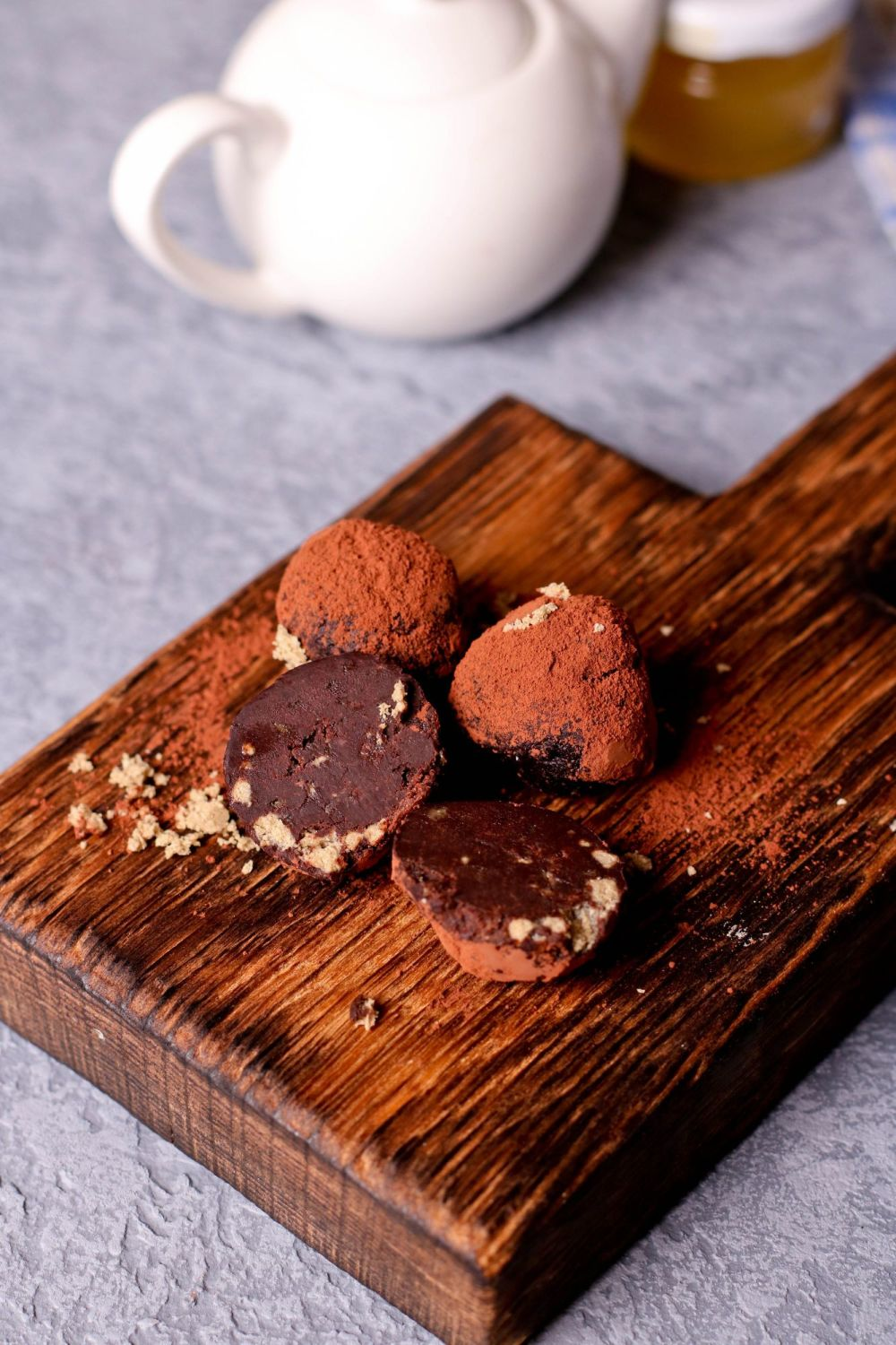 Rum chocolate truffles with cake crumbs