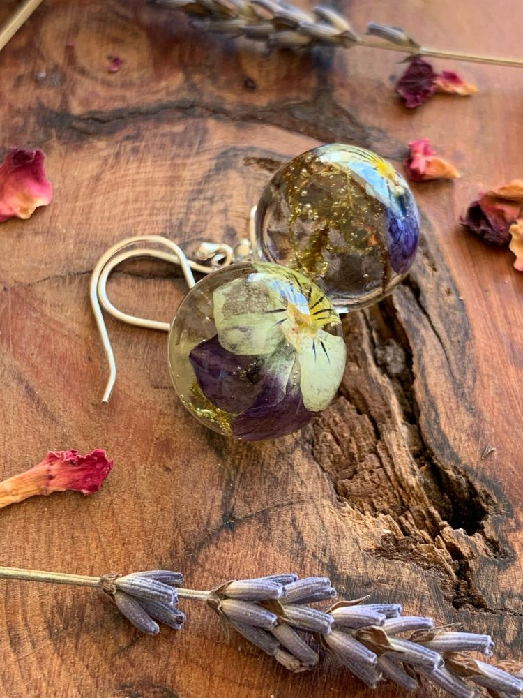Heartsease and Woodland moss drop earrings.