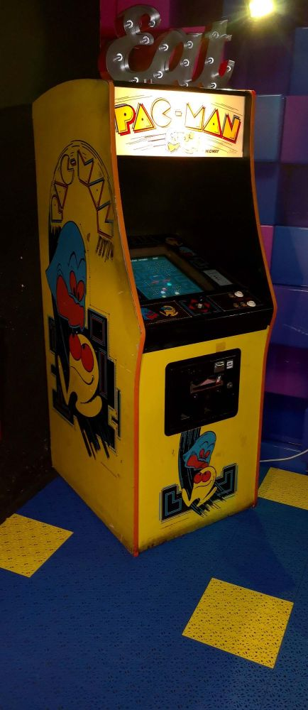 Pacman Yellow at the Rink
