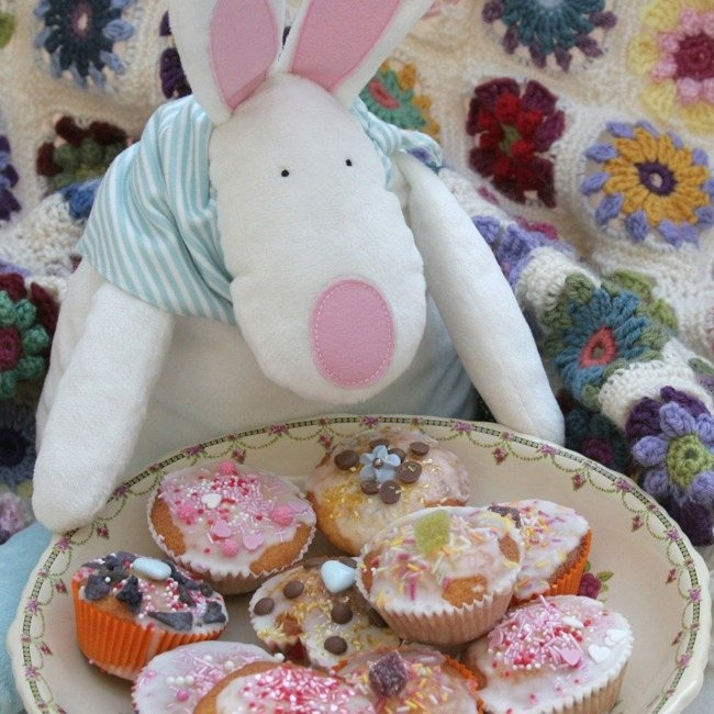 Rufus Rabbit has brought Lovely Lane some cakes for tea