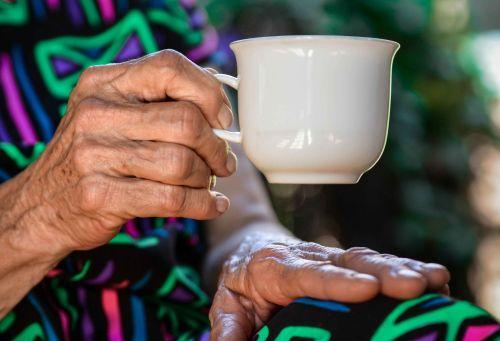 old-hands-drinking-tea