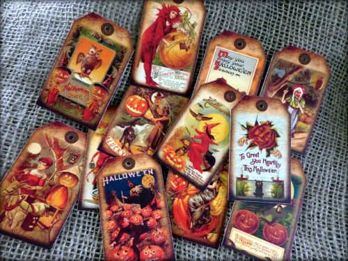 12 Halloween Themed Vintage Style Gift Tags