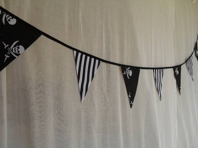 Black & White Skull Pirate Bunting