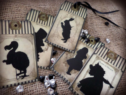 5 Large Alice in Wonderland Themed Vintage Style Gift Tags